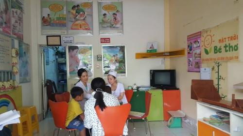 Mô hình phòng tư vấn Mặt trời bé thơ thuộc chương trình dinh dưỡng và nuôi dưỡng trẻ nhỏ Alive and Thrive mà đoàn nghiên cứu đã đến thăm