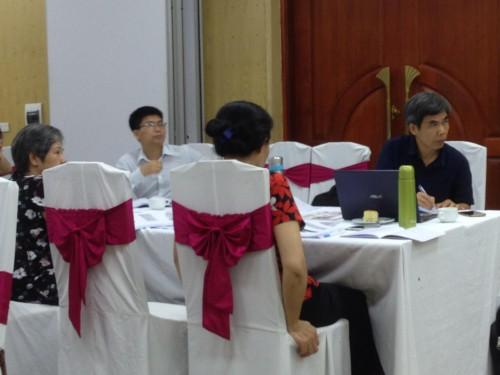 TS. Trần Tuấn, chủ nhiệm Khoa và các BS của PK Cây Thông Xanh/RTCCD - giảng viên của Khoa YH Sức khỏe Gia đình, ĐH Tây Bắc