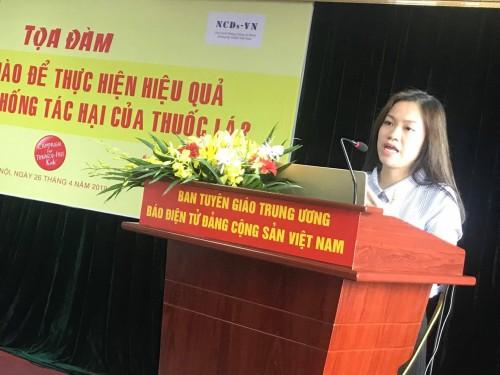 Bà Đoàn Thu Huyền, Giám đốc Chương trình tại Việt Nam, Tổ chức Chiến dịch vì trẻ em không thuốc lá chia sẻ kinh nghiệm quốc tế thực hiện Điều 5.3 Công ước Khung