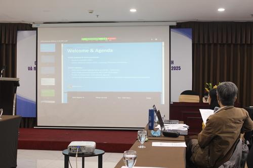 TS. Trần Tuấn trình bày về 10 chiến lược y tế ưu tiên toàn cầu