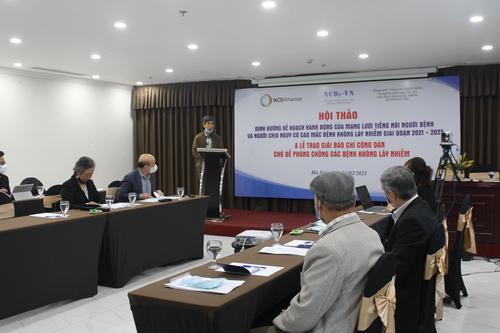 Hội thảo có sự tham dự của 20 đại biểu trực tiếp tại hội trường, và 10 đại biểu tham dự qua Zoom